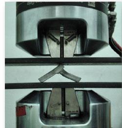 Spoina pachwinowa po próbie łamania--Outershield MC710-H lewa; drut lity SG2 prawa