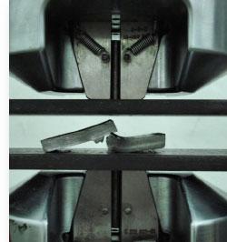 --Spoina pachwinowa po próbie łamania --Outershield MC710-H lewa; drut lity SG2 prawa